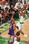 图文:[NBA]湖人VS凯尔特人 兰多突破上篮