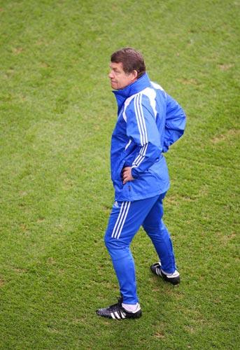 图文:希腊备战西班牙比赛 03-雷哈格尔心情不错