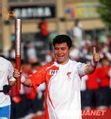 组图:奥运圣火在喀什传递 现场气氛热烈
