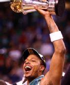 图文:[NBA]真理获总决赛MVP 皮尔斯激动