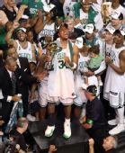 图文:[NBA]真理获总决赛MVP 皮尔斯高高在上