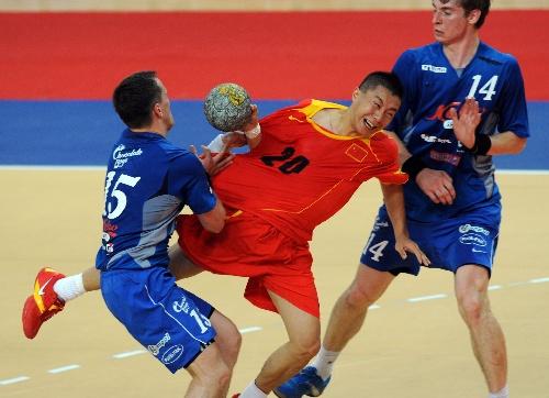v手球手球体育图片视频中国队胜爱沙尼亚队自制乒乓球底拍手球图片