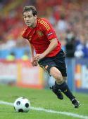 图文:[欧洲杯]西班牙VS希腊 纳瓦罗带球进攻