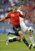 图文:[欧洲杯]西班牙VS希腊 华尼托带球进攻