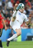 图文:[欧洲杯]西班牙VS希腊 基里吉亚科斯拼抢