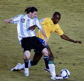 图文:[世预赛]巴西0-0阿根廷 梅西PK罗比