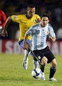 图文:[世预赛]巴西0-0阿根廷 梅西突破