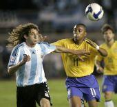 图文:[世预赛]巴西0-0阿根廷 科洛奇尼防守