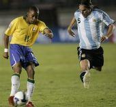 图文:[世预赛]巴西0-0阿根廷 罗比尼奥射门