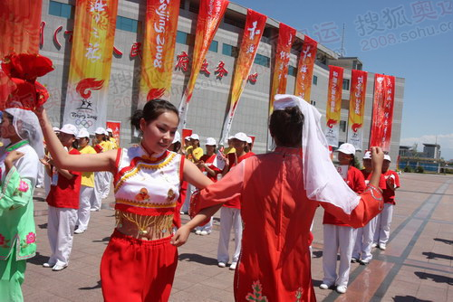 昌吉起跑点,少数民族舞蹈表演