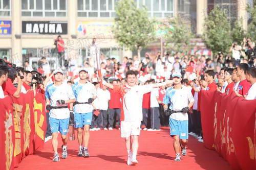 联想奥运火炬手、高空王子阿迪力是喀什站的第一棒