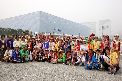 56个民族小使者参观 水立方 和 鸟巢