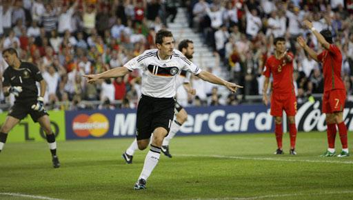 图文:[欧洲杯]葡萄牙VS德国 世界杯金靴开和