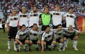 图文:德国3-2胜葡萄牙晋级四强 首发队员合影