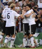 图文:德国3-2葡萄牙晋级四强 巴拉克拥抱队友