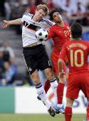 图文:葡萄牙2-3不敌德国 戈麦斯默特萨克争抢