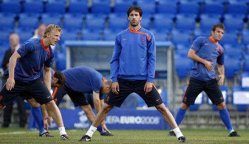 图文:荷兰备战与俄罗斯淘汰赛 范尼肩负重任
