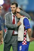 图文:土耳其点球4-2克罗地亚 在主帅怀中痛哭