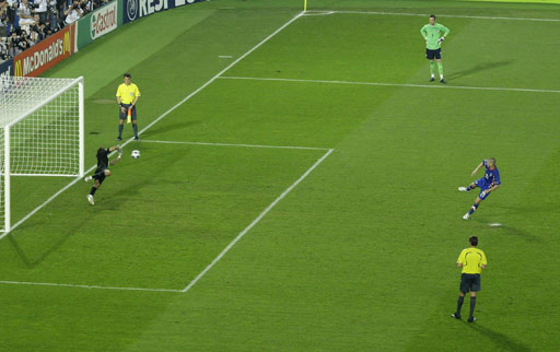 图文:土耳其点球4-2克罗地亚 彼得里奇点球瞬间