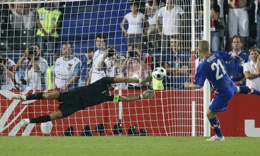 图文:土耳其点球4-2克罗地亚 彼得里奇点球被拒