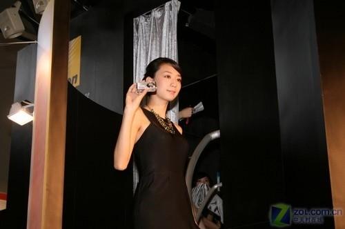 P&E08:尼康展台中外美女模特争相竞艳