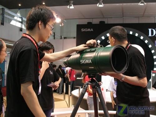 """适马""""火箭筒"""" APO 200-500 F2.8巨炮亮相"""
