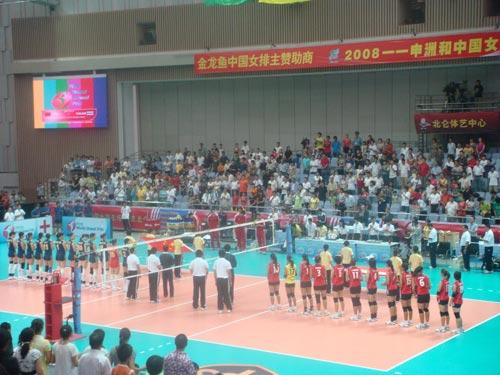 图文:中国女排VS泰国女排 赛前升旗仪式