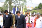 图文:奥运圣火在拉萨传递 为四川遇难同胞默哀