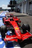 图文:[F1]法国大奖赛排位赛 莱科宁回到维修区