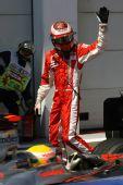 图文:[F1]法国大奖赛排位赛 莱科宁挥手致意