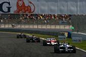 图文:[F1]法国大奖赛排位赛 赛场上的追逐战