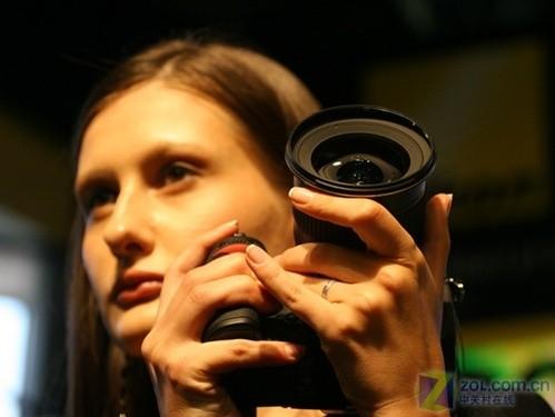 P&E2008:尼康展台中外男女模特吸引摄友