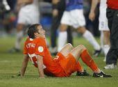 图文:俄罗斯3-1荷兰进四强 范德法特神情失落
