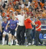 图文:俄罗斯3-1荷兰进四强 希丁克庆祝胜利