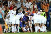 图文:俄罗斯3-1荷兰进四强 俄罗斯队员庆祝