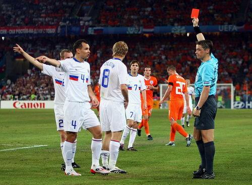 图文:荷兰1-3俄罗斯 这个红牌谁都没罚下
