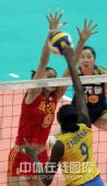 图文:中国女排3-2巴西女排 蕊蕊双臂拦死对手