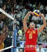 图文:中国女排3-2巴西女排 魏秋月组织进攻