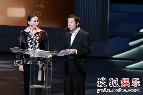 图:第十一届上海国际电影节闭幕式评委会大奖