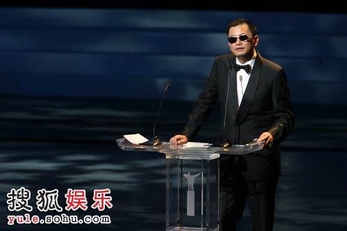 图:第十一届上海国际电影节闭幕式王家卫致辞