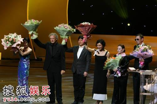 图:第十一届上海国际电影节闭幕式-评委上台