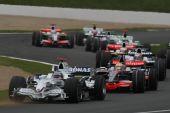 图文:[F1]法国大奖赛正赛 海德菲尔德率先过弯