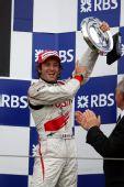 图文:[F1]法国大奖赛正赛 特鲁利举起奖杯