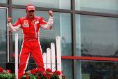 图文:[F1]法国大奖赛正赛 马萨振臂欢呼