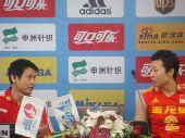 图文:中国女排3-2巴西 发布会上陈忠和与冯坤