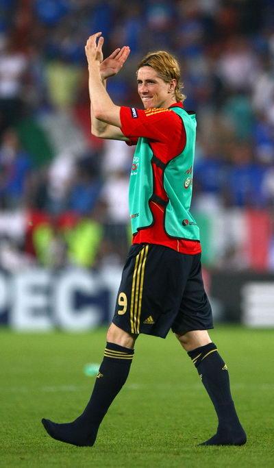 图文:西班牙4-2意大利 金童赤脚上场