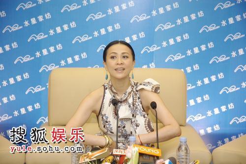 刘嘉玲苏州出席慈善仪式