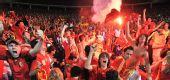图文:西班牙4-2意大利 球迷放焰火欢庆胜利