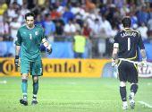 图文:西班牙4-2意大利 卡西利亚斯和布冯