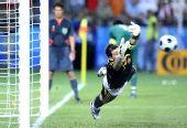 图文:西班牙4-2意大利 卡西利亚斯在点球中